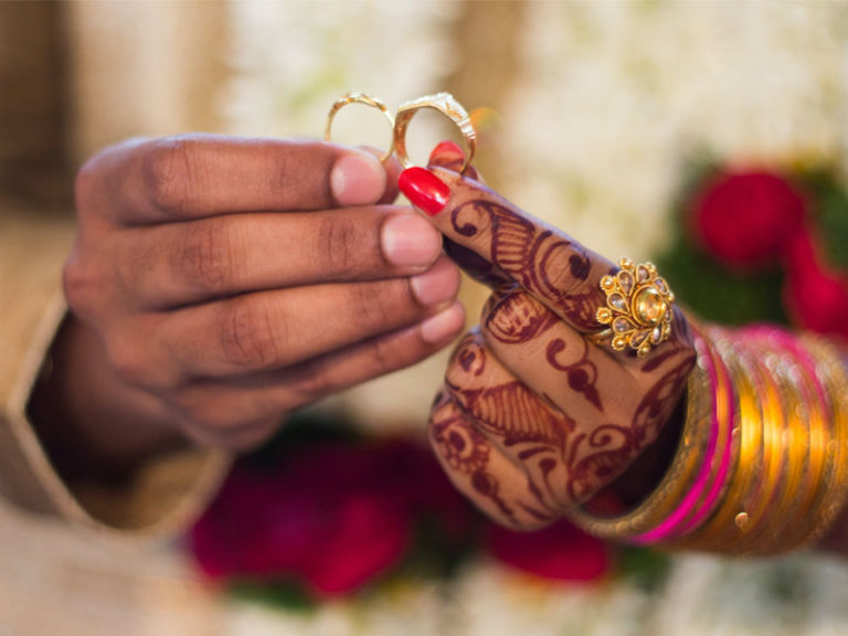 Should You Opt for an Early Marriage or Not?