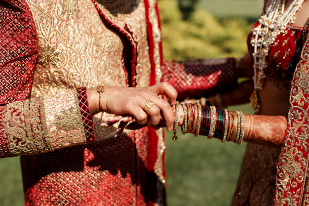 Get Into A Beautiful Bond Of Marriage With Matchmaker Services